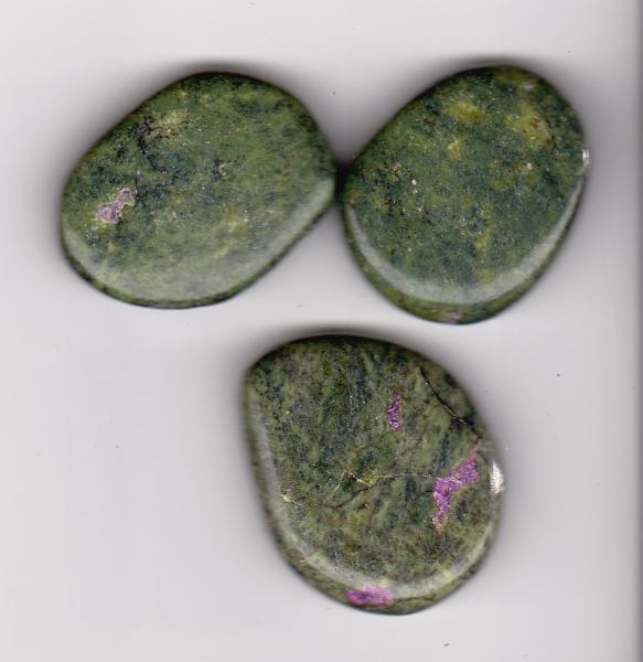 serpentin stichtitt krystaller mineral sten stein lommestein anheng smykke egenskap healing nær deg butikk norsk