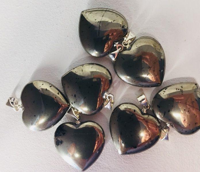 pyritt smykke anheng hjerte pyrite krystall sten stensmykke norsk nettbutikk styrkesten
