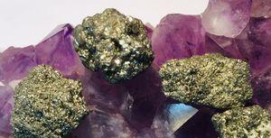 pyritt styrkestein egenskap healing geologi svovelkis krystall stein rimelig billig